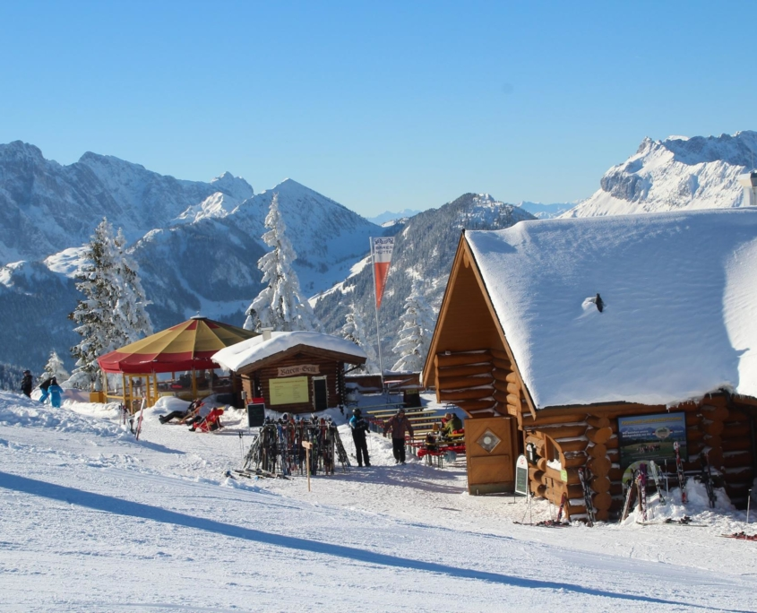 Skihütte im Skigebiet HochKössen in Tirol